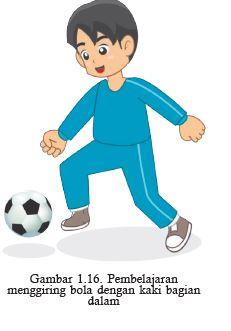 menggiring bola dengan kaki bagian dalam