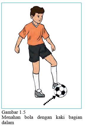 menahan bola dengan kaki bagian dalam