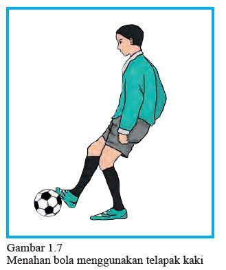 menahan bola dengan telapak kaki